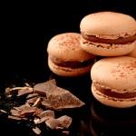 Macarons mit Schokolade und Kakao