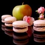 Macarons mit Apfel und Rose