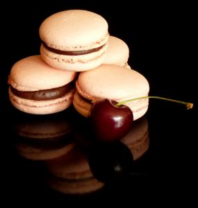 Macarons mit Cranberrie und Kirsch